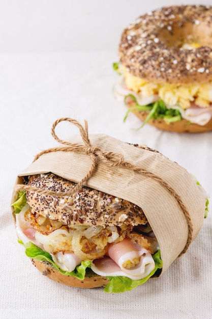 Whole grain bagel Premium Photo