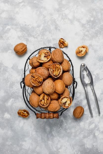 Грецкий орех: посадка и уход, обрезка, болезни, виды и ...