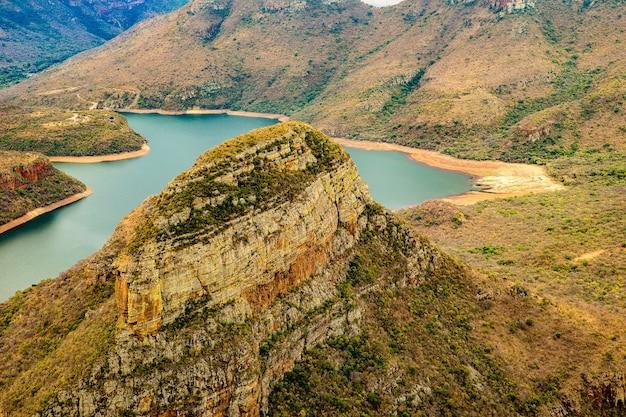 Colpo grandangolare del canyon del fiume di blyde in sudafrica Foto Gratuite