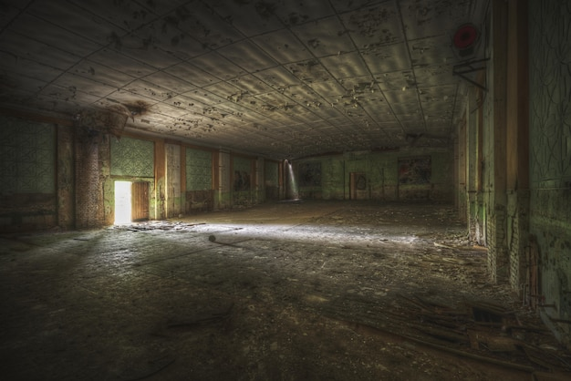 Wide shot of a big room in a vintage house Free Photo