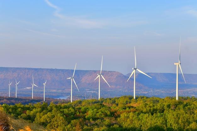 Wind turbine technology発電所の発電タービン Premium写真