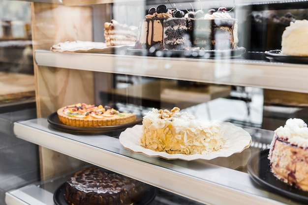Window display with delicious cakes in bakery Free Photo