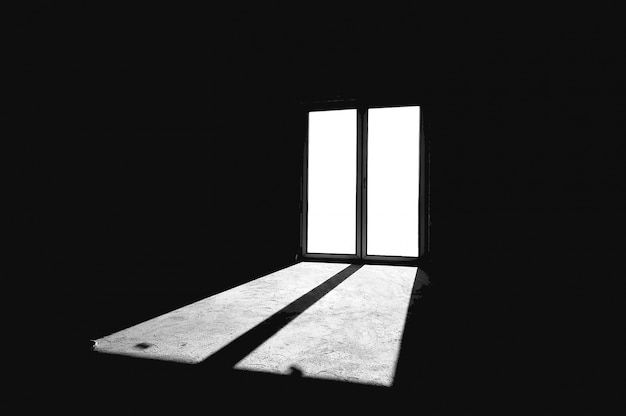 방을 비추는 창 무료 사진