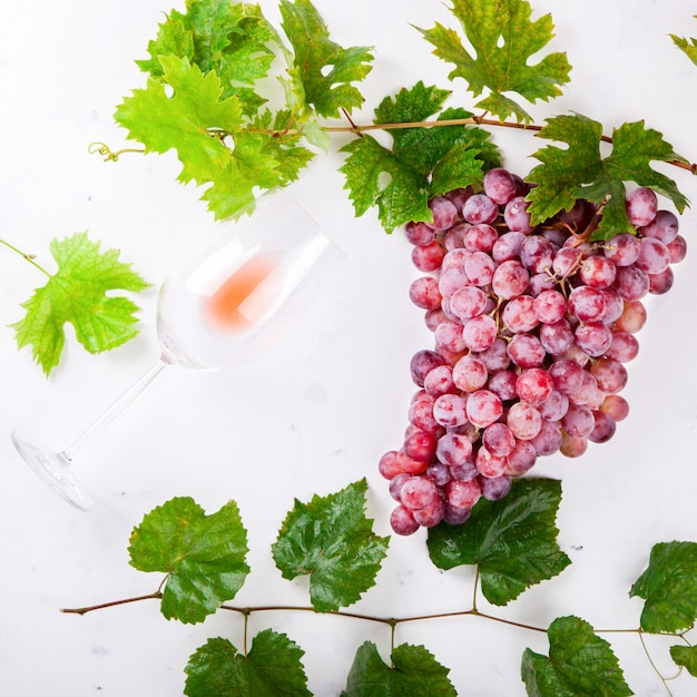 Wine pink and grape bunch. alcoholic drink Premium Photo