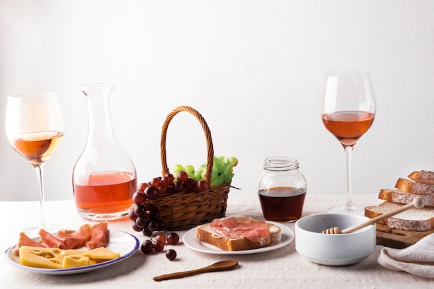 Wine tasting products on a table Free Photo