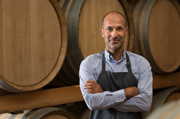 Winemaker in cellar Premium Photo