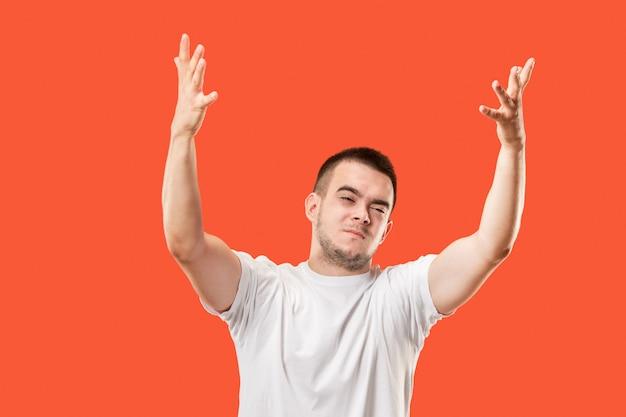 Vincere l'uomo di successo felice estatico che celebra essere un vincitore. immagine energetica dinamica del modello maschile Foto Gratuite