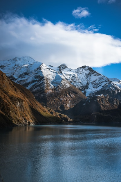 Lago alpino invernale Foto Gratuite