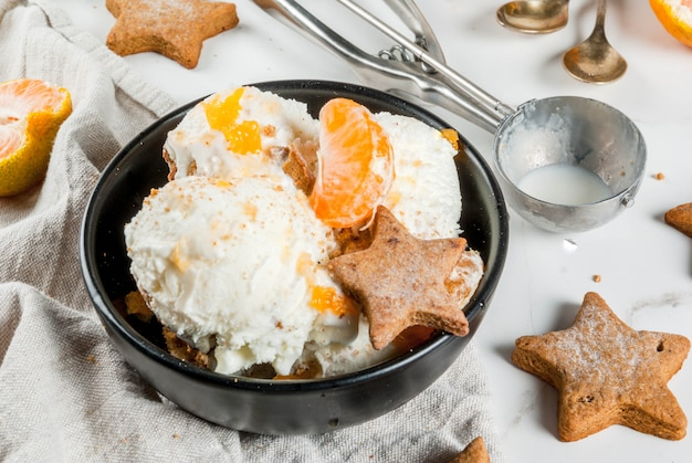 Winter ice cream with gingerbread and tangerines Premium Photo