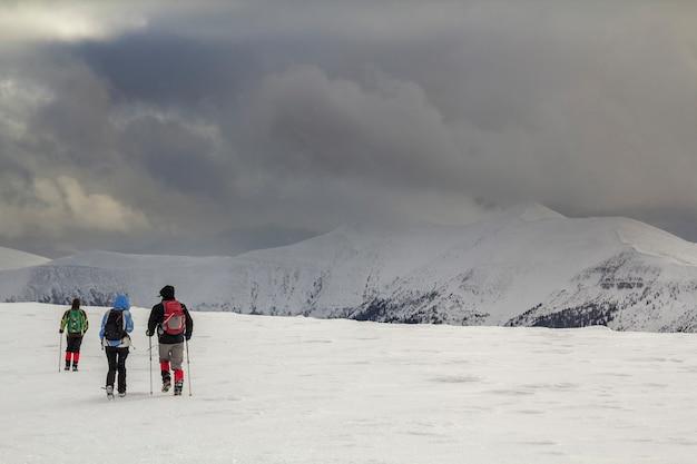 겨울 산 풍경 프리미엄 사진