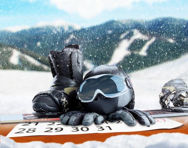 Зимнее спортивное оборудование на зимнем фоне Premium Фотографии