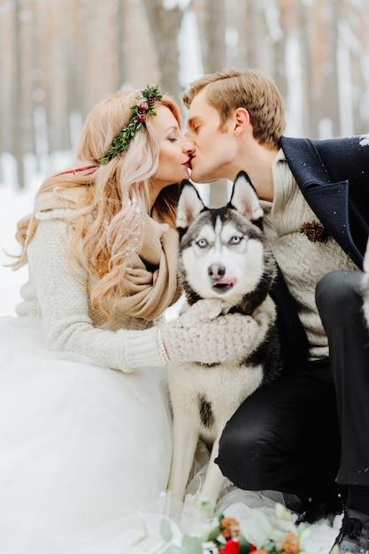 Winter wedding photosession in nature Premium Photo