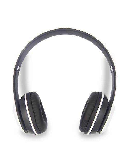 Wireless headphones isolated on white Premium Photo