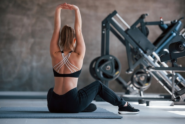 With hands up. photo of gorgeous blonde woman in the gym at her weekend time Free Photo