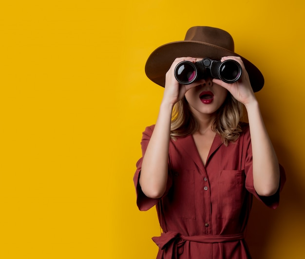 Woman in 1940s style clothes with binoculars Premium Photo