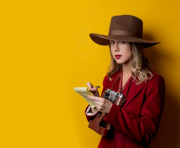 Woman in 1940s style clothes with notebook and pen Premium Photo