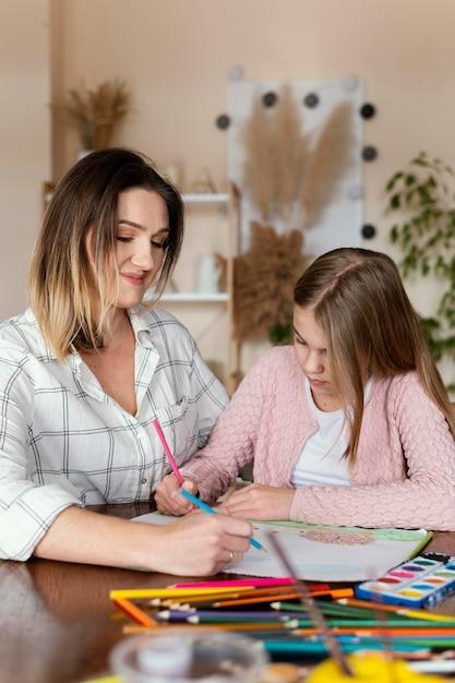 Женщина и ребенок вместе средний план Бесплатные Фотографии