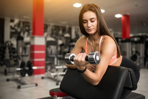 Woman at gym body building 1303 5506