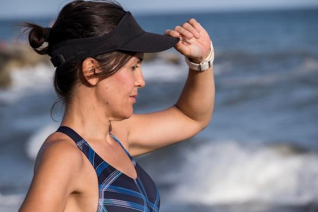 Женщина на берегу моря Бесплатные Фотографии