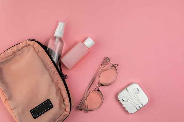 Woman bag and tools for traveling Free Photo