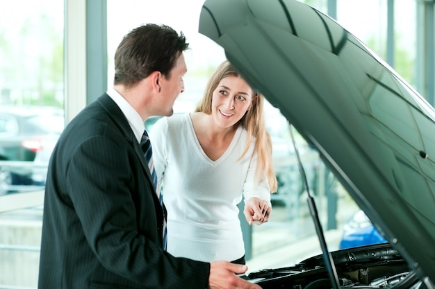 Woman buying car from salesperson Premium Photo