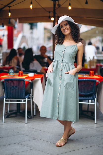 Woman by restaurant in venice Free Photo