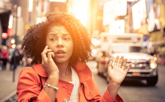 Woman calling 911 Premium Photo