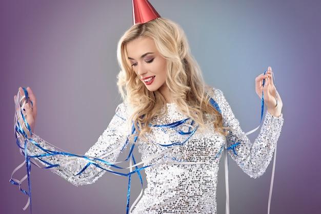 Женщина празднует канун нового года Бесплатные Фотографии