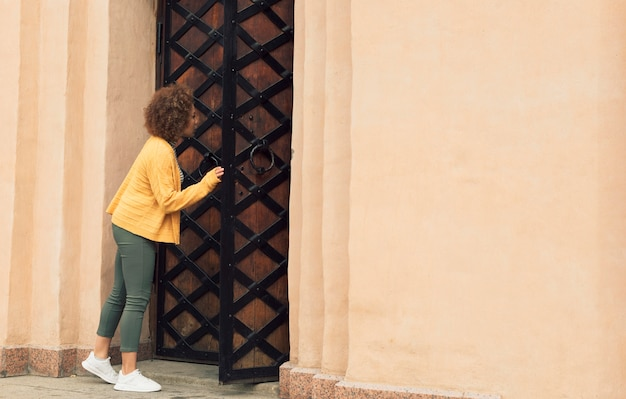 Woman checking a gate with copy space Free Photo