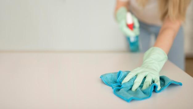 Женщина очистки поверхности Бесплатные Фотографии