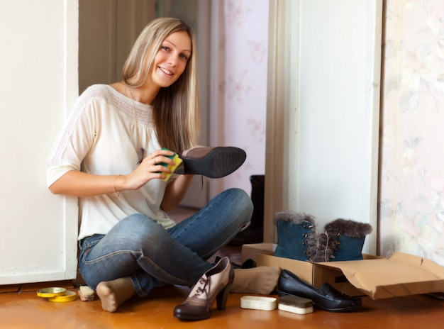 Woman  cleans shoes Free Photo