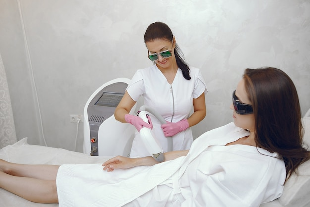 Woman in cosmetology studio on laser hair removal Free Photo