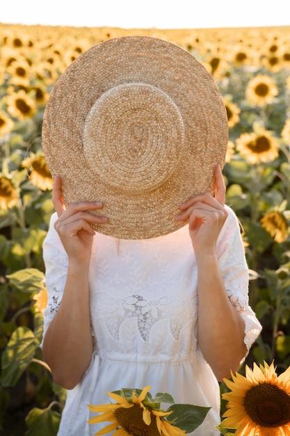 顔を覆っている女性 無料写真