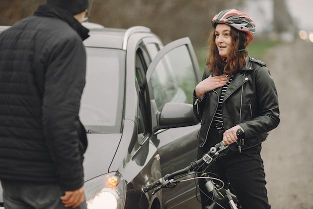 La donna si è schiantata contro la macchina. Foto Gratuite