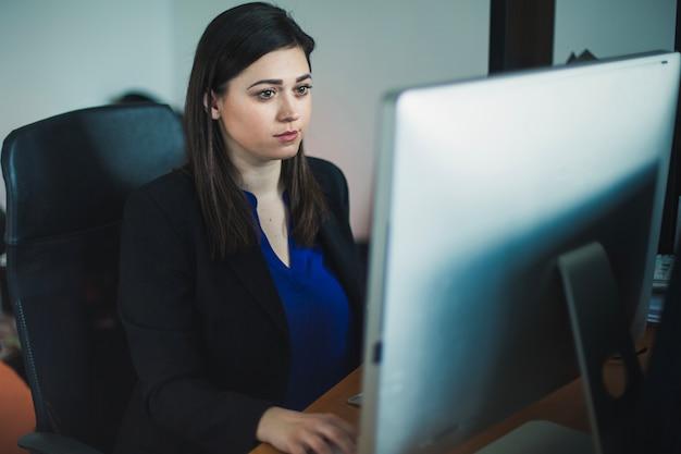 Woman at desktop working Free Photo