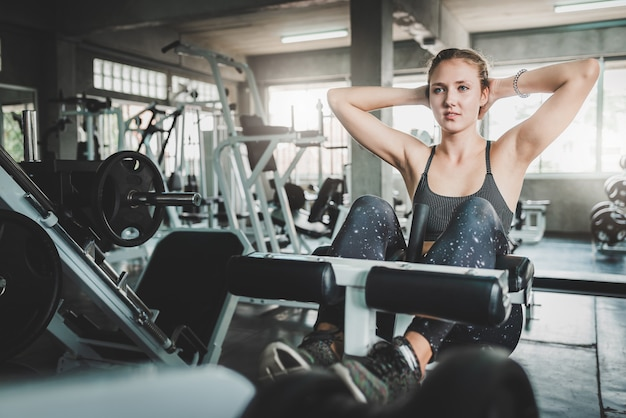 Woman doing decline bench crunch in gym Premium Photo