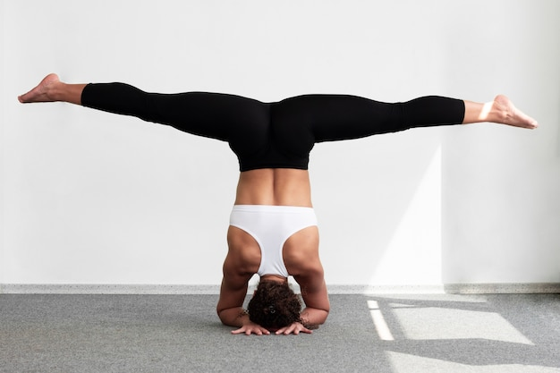 Woman doing the splits while standing on hands Photo | Free Download