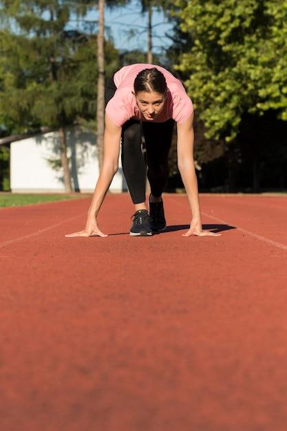 スポーツの練習をしている女性 無料写真