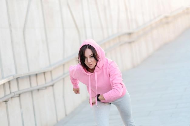 屋外スポーツをしている女性 無料写真
