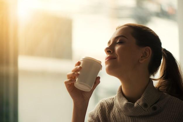 Resultado de imagen para woman coffee
