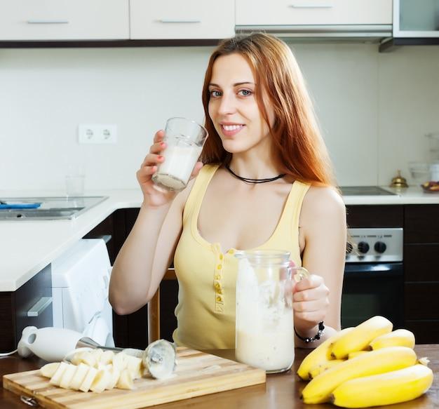woman drinking milkshake with bananas Free Photo