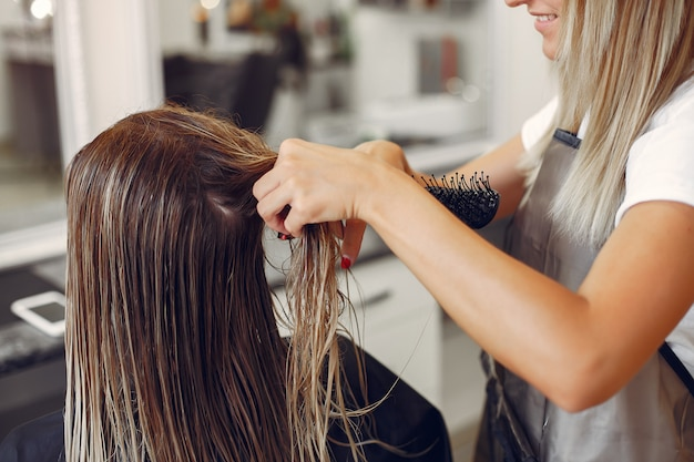 Woman drying hair in a hairsalon Free Photo