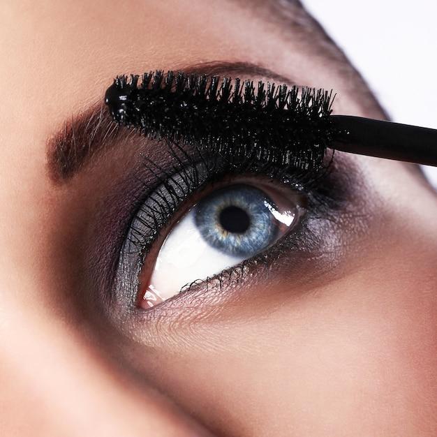 Woman during make-up Free Photo