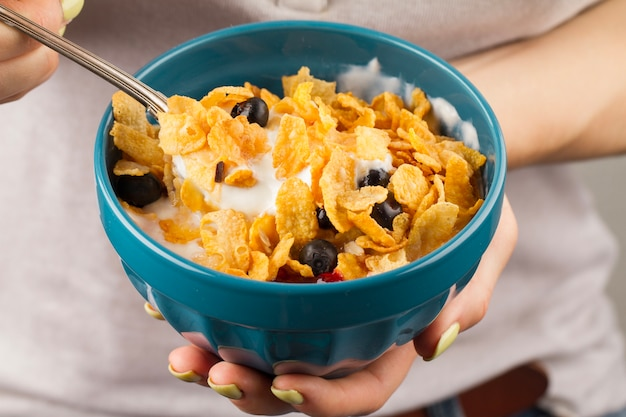Woman eating cereals Free Photo