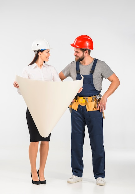 Woman engineer and builder discussing project smiling Free Photo