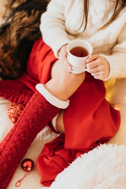 Donna che gode delle vacanze invernali Foto Gratuite
