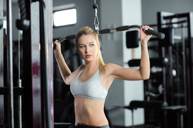 Woman exercising at the gym Free Photo