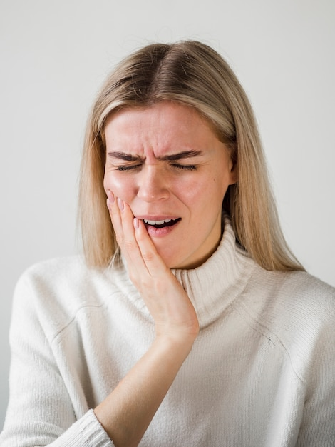 Woman experiencing toothache Free Photo