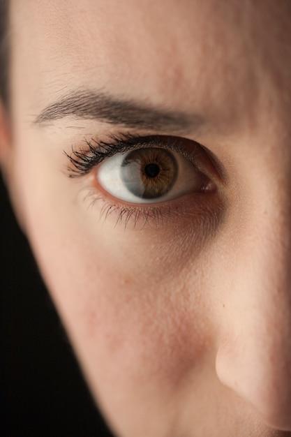животных если человек прикрыл глаза на фото изображение