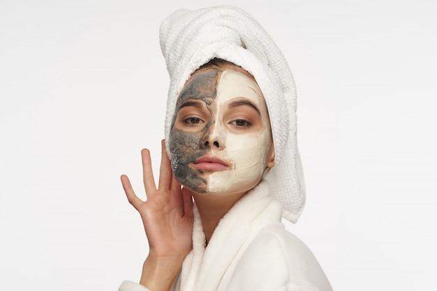 여자 얼굴 관리, 마스크 및 초상화 프리미엄 사진